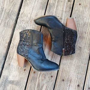 🦄 Bella Marie black glitter ankle boots size 5.5